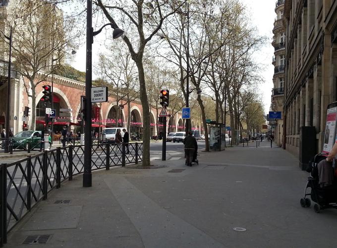 フランス・パリ。ホテルまで彷徨う