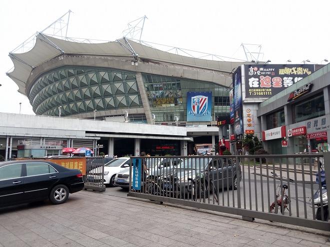 中国 上海外国語大学留学・上海虹口 虹口足球場。