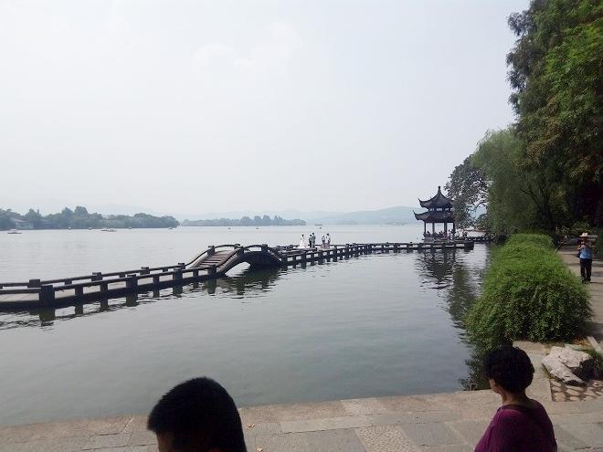 中華人民共和国・杭州。杭州西湖・結婚写真の撮影。