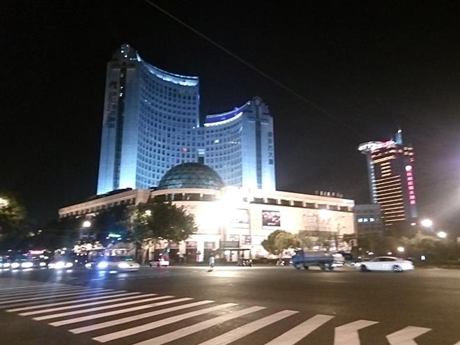 中国・杭州の夜。