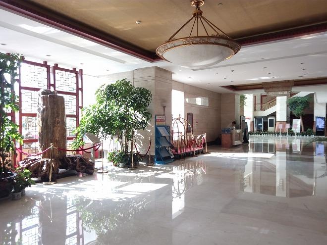中国・浙江省の省都 杭州市。浙江賛成賓館ホテルロビー。