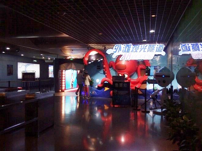 中華人民共和国 上海市。外灘観光トンネル。