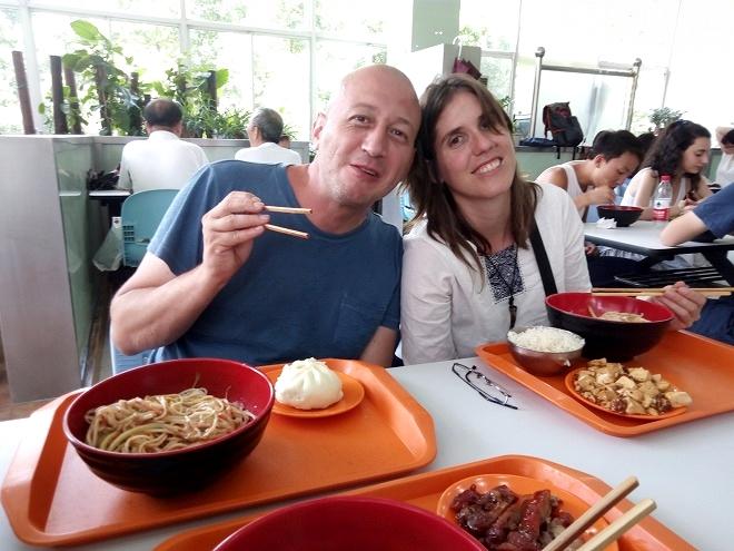 中国 上海外国語大学留学。大萌とGabi。