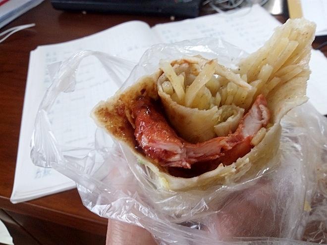 中国 上海外国語大学留学。虹口・ポテトとチキンの巻物。