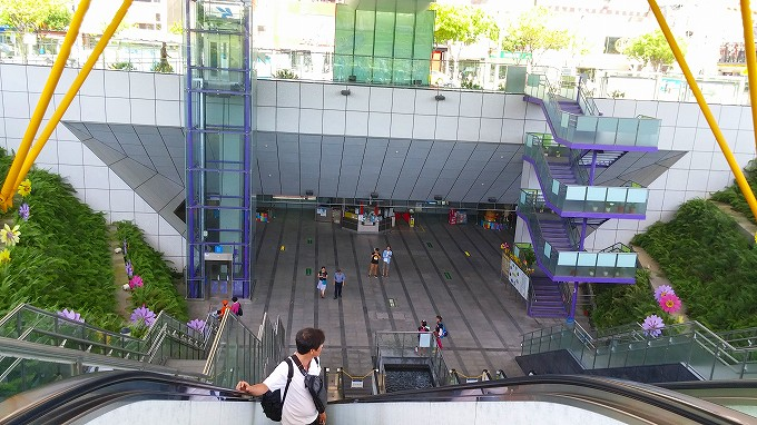 MRTのR9、中央公園駅…高雄へ(Gao xiong.)
