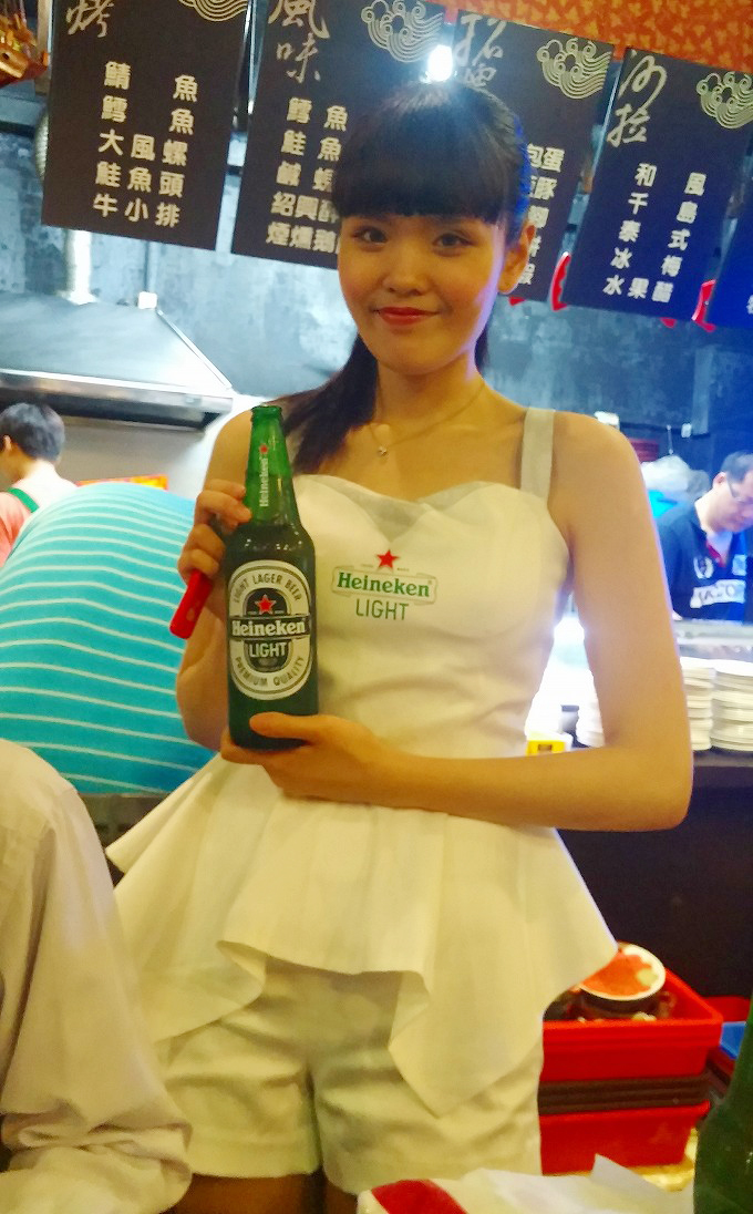台湾居酒屋 熱炒のハイネケン・ガール