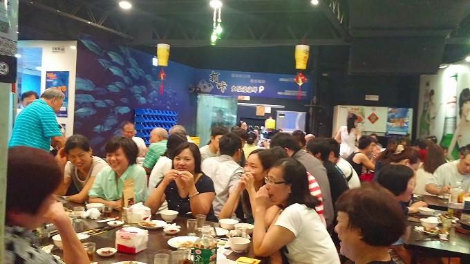 台湾居酒屋 熱炒「打咔生猛活海鮮」の店内