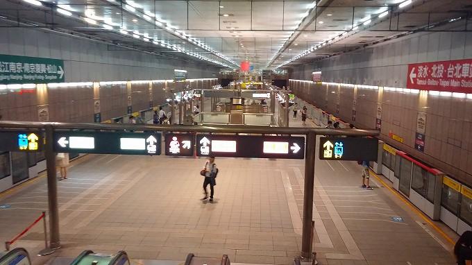 台湾 台北市 MRT駅の構内