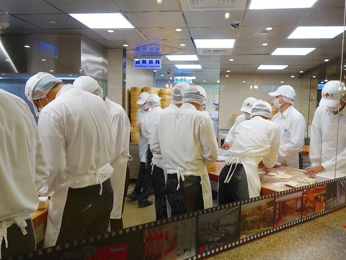 台湾 台北市 鼎泰豊 台北101店のオープンキッチン