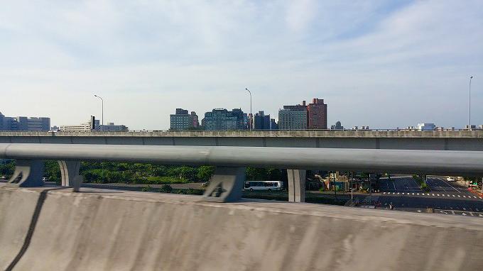 台湾 台北から桃園国際空港への高速道路