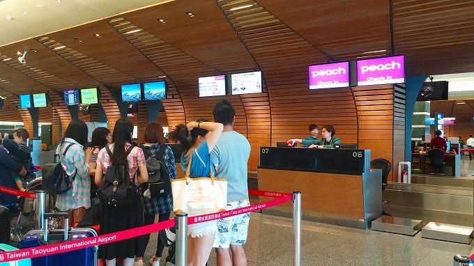 台湾 桃園国際空港 ピーチアビエーション チェックインカウンター