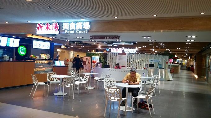 台湾 桃園国際空港 地下一階のフードコート