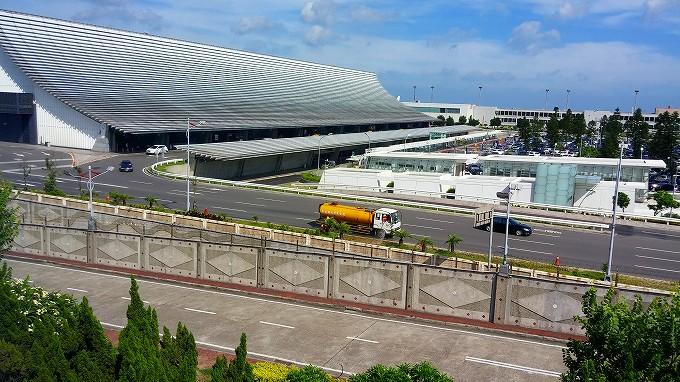 台湾 桃園国際空港 搭乗ゲート 喫煙所からの外の景色