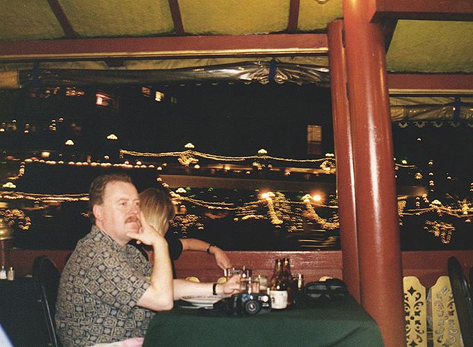 タイ王国・バンコク。チャオプラヤー川 Dinner Cruise Night Tour.