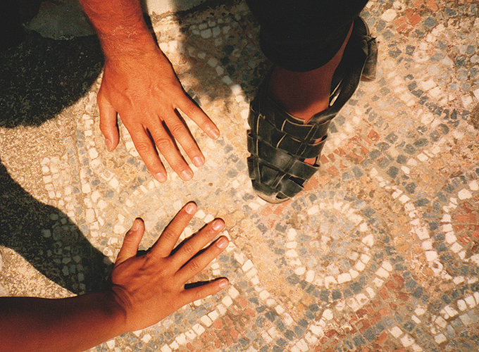 港町イズミール。トルコ。Foot & Hand at Ephesus Izmir.