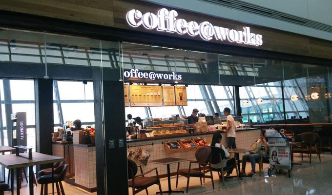 40番ゲート向かいの「coffee@works」