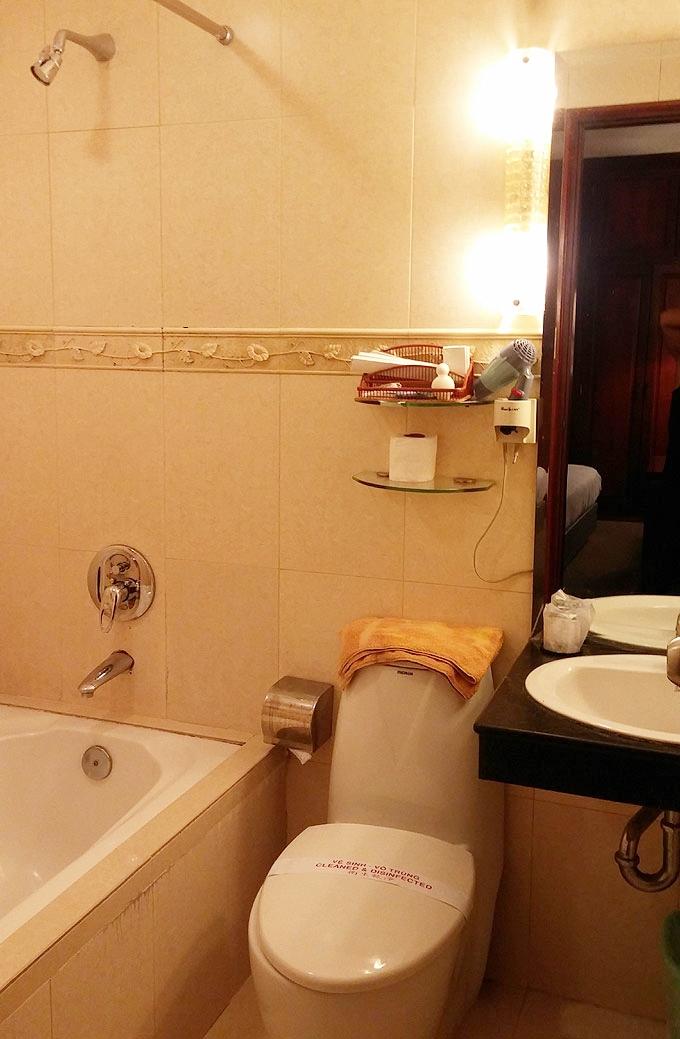 ベトナム・ホーチミン市。ホテルのバストイレ