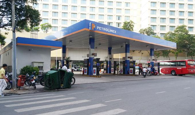 ベトナム・ホーチミン市。24時間営業の給油所。