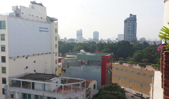 ベトナム・ホーチミン市。ミフキ・ブティック・ホテル屋上テラス