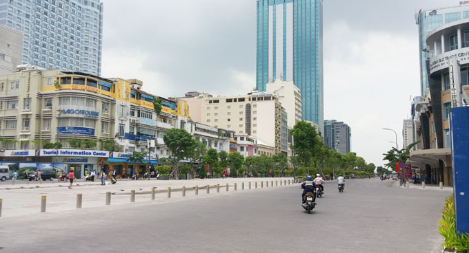 ベトナム・ホーチミン市。グエンフエ通り(Square walk Nguyen Hue)
