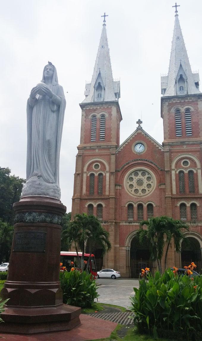 ベトナム・ホーチミン市1区 ドンコイ通り サイゴン聖母大聖堂