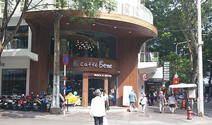 ベトナム・ホーチミン市。ジェラートとワッフルのお店「caffe bene」。