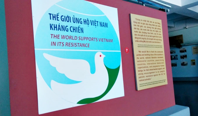 ベトナム・ホーチミン市。戦争証跡博物館(War Remnants Museum.)-The world supports vietnam in its resistance.