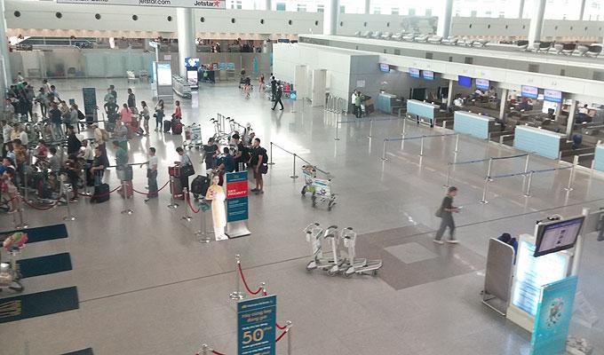 ベトナム・ホーチミン市。ホーチミン・シティ。タンソンニャット国際空港。出発チェックインカウンター。