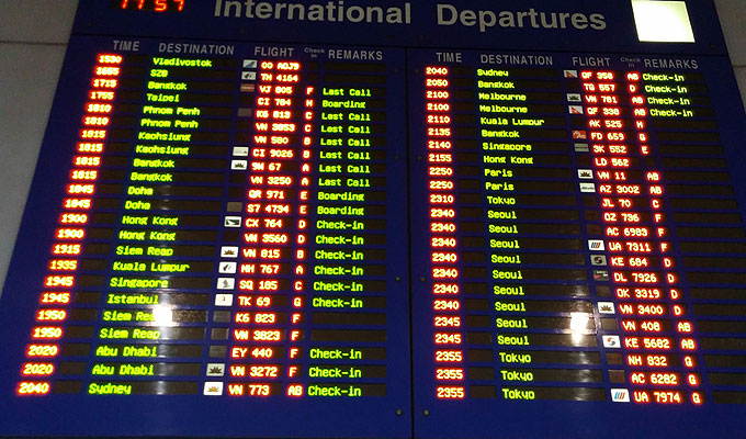 ベトナム・ホーチミン市。ホーチミン・シティ。タンソンニャット国際空港。23:40発、OZ736便、SGN→ICN