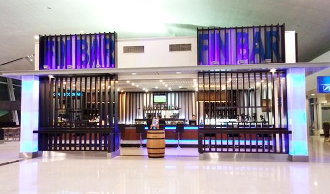 ベトナム・ホーチミン市。ホーチミン・シティ。タンソンニャット国際空港。ボーディングエリアのフードコート。