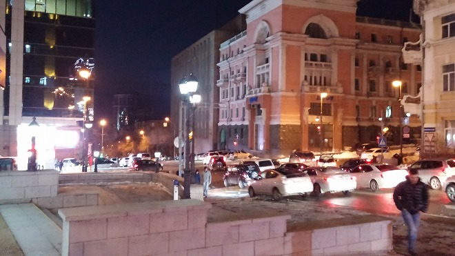 ロシア 夜のウラジオストク フォンタンナヤ通り。