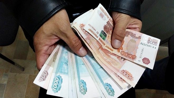 ロシア 夜のウラジオストク 両替したルーブル紙幣