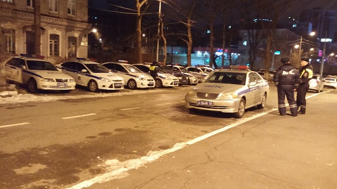 ロシア ウラジオストク 夜のアドミララ・フォキナ通り レストランZumaへ