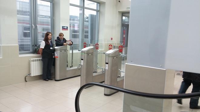 ロシア・ウラジオストク。アエロエクスプレス駅 最下階1階の改札口