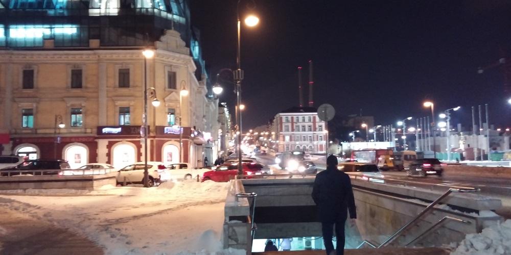 ロシア 夜のウラジオストク ウラジオストク中央広場前
