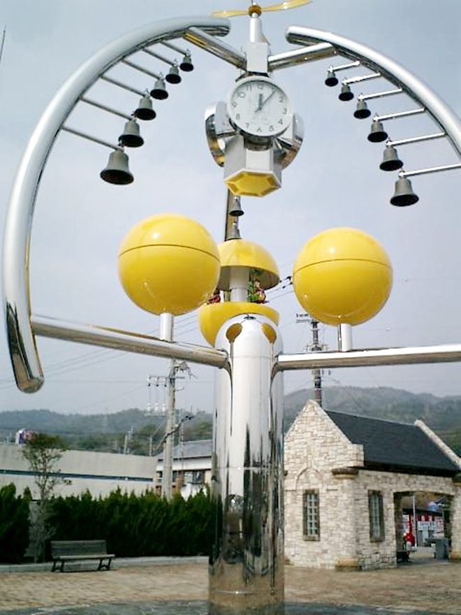 高知県安芸市漁協のそばにある「カリヨン広場」のからくり時計