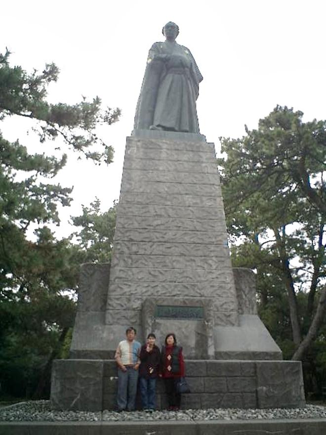 高知市内、浦戸の桂浜公園の端っこに建つ「坂本龍馬像」