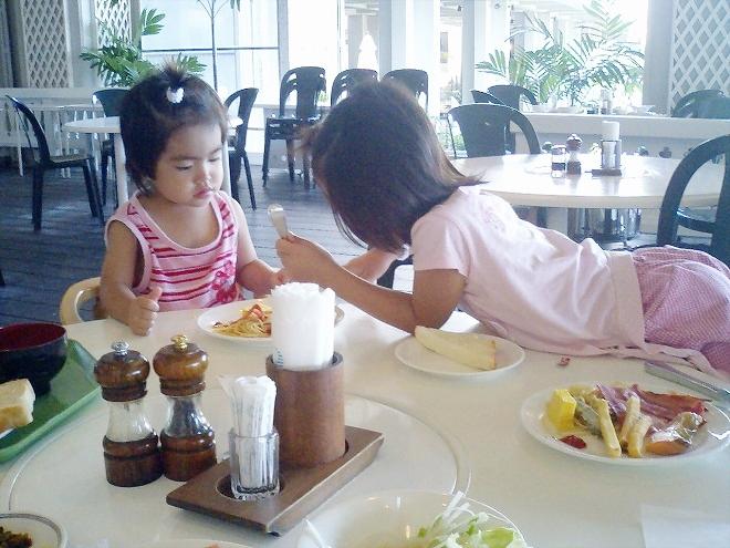恩納村ホテルムーンビーチ ビーチサイド レストランでの朝食