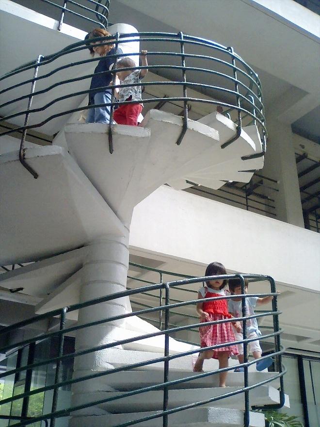 恩納村ホテルムーンビーチのらせん階段