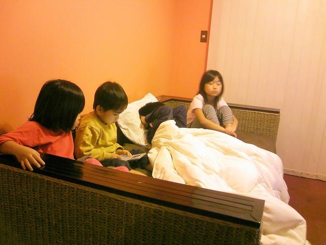 沖縄リゾートビジネスホテル&コンドミニアム ローヤルホテル 大きなソファーベッド