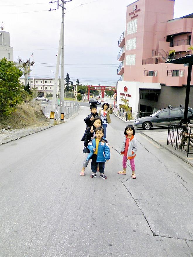 沖縄リゾートビジネスホテル&コンドミニアム ローヤルホテルとトリイステーションゲート