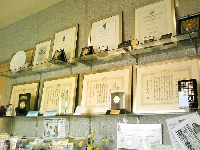 沖縄県うるま市 宮城島 ぬちまーす観光製塩ファクトリー 表彰状や盾