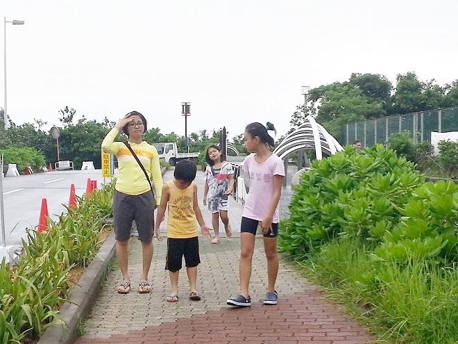 沖縄県総合運動公園レクリエーションプールへの通路