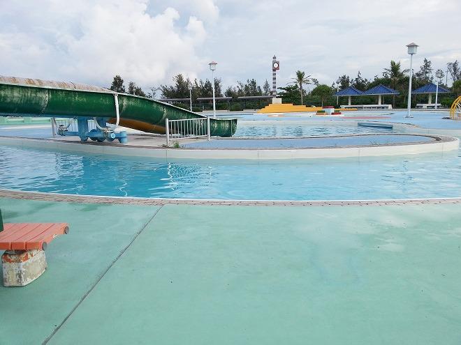 沖縄県総合運動公園レクリエーションプール「流れるプール」