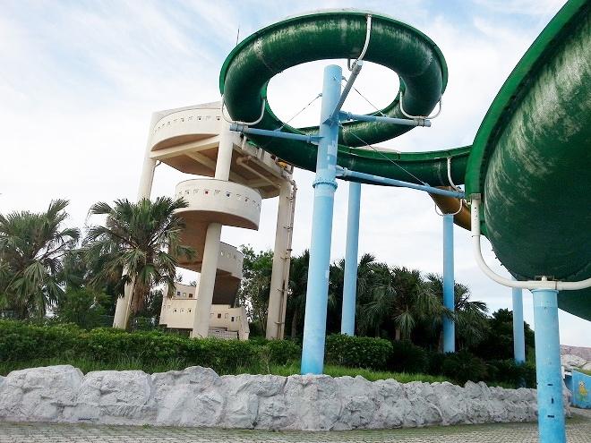 沖縄県総合運動公園レクリエーションプール「ウォータースライダー」
