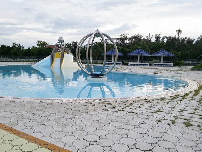沖縄県総合運動公園レクリエーションプール「水深43cmの幼児プール」