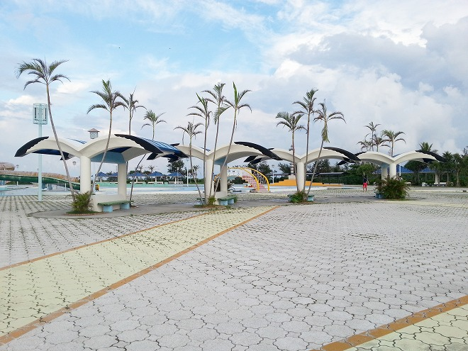 沖縄県総合運動公園レクリエーションプール 東屋