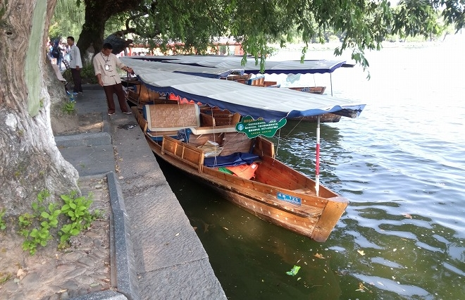 中華人民共和国・杭州西湖 ゴンドラ・ボート。