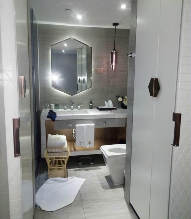 中華人民共和国 上海 バンド サウス チャイナ ハーバービューホテルの客室の浴室