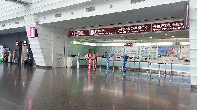 台湾 桃園国際空港 到着ロビーのSIM販売店